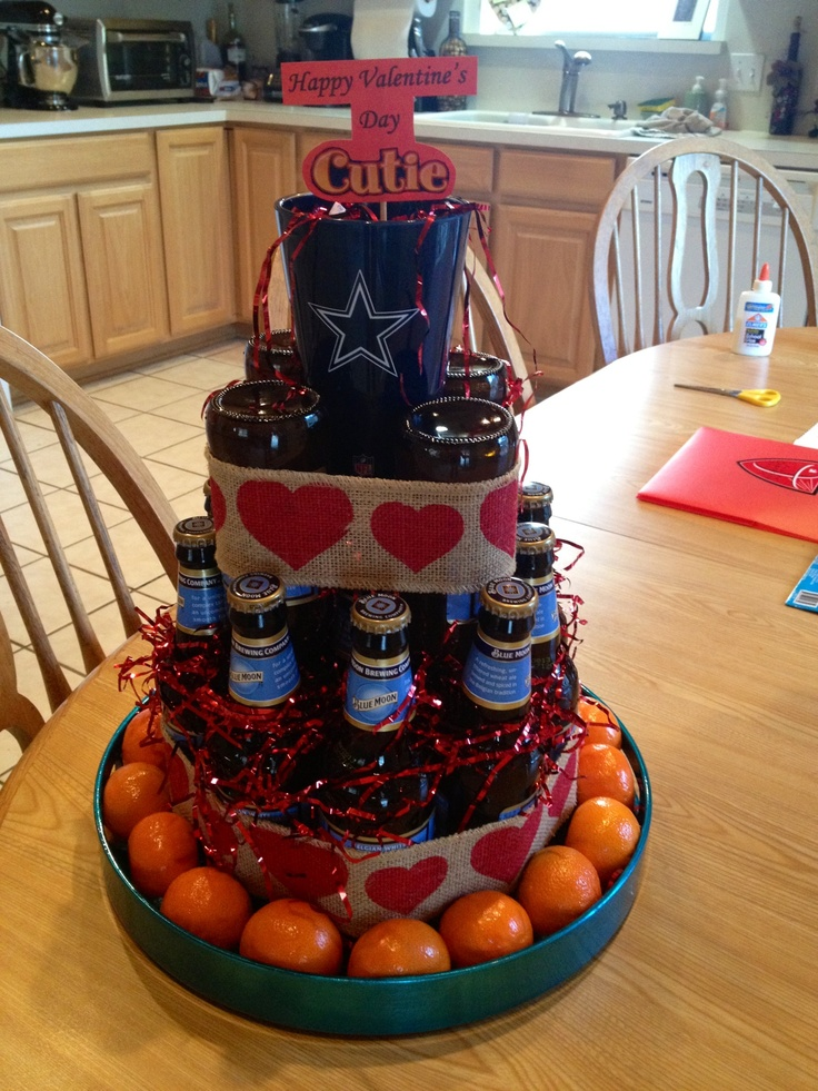 Beer bottle cake... I know what I'm doing for someone's bday next year!