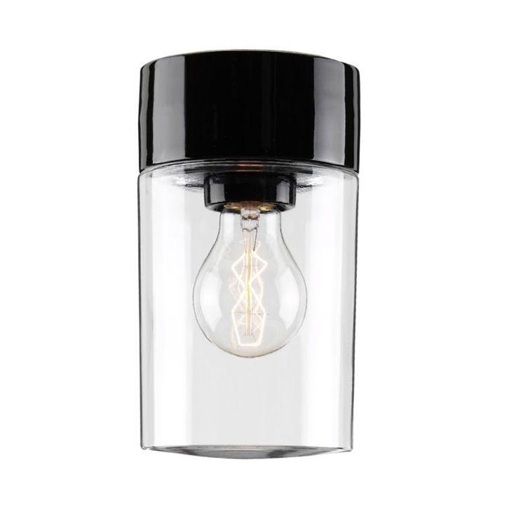 Snygga och stilrena badrumslampan Opus, med en klar glaskupa, synlig ljuskälla och ett fäste i keramik. Denna lampan skruvas upp, vilket gör att du även kan använda den som vägglampa. Finns med vitt och svart fäste. Ljuskälla ingår ej.