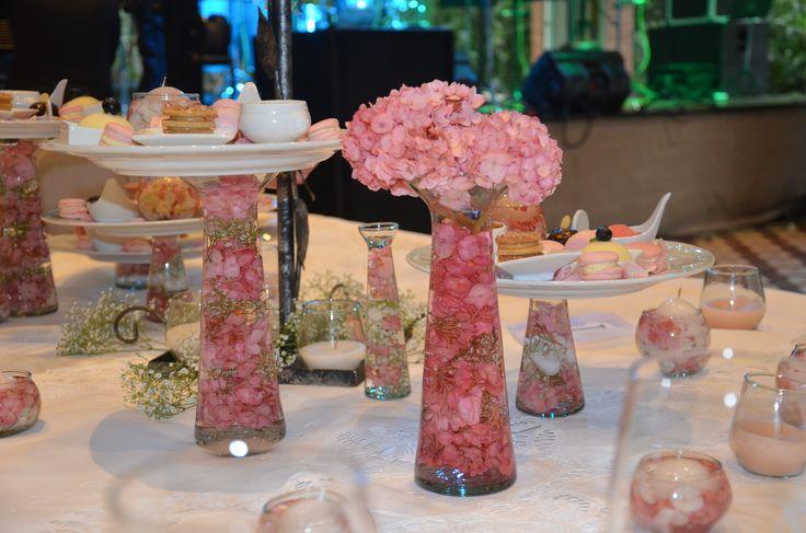centro de mesa con flores sumergidas