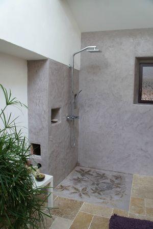 Mur salle de bain en tadelakt