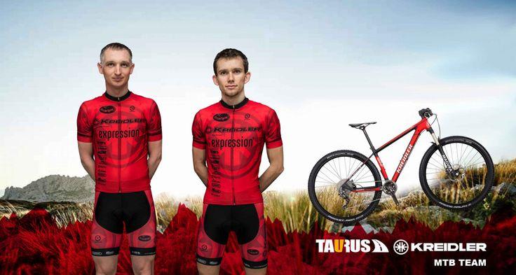 """Taurus Kreidler MTB Team gotowy na nowe wyzwania! W 2016 r. starty rozpoczyna nowa drużyna kolarstwa górskiego – Taurus Kreidler MTB Team. W czerwono-czarnych barwach zespołu ścigać będą się Mateusz Zoń oraz Tomasz Dygacz, których głównym priorytetem są maratony. W osiąganiu dobrych miejsc kolarzom pomagać mają najmocniejsze rowery górskie niemieckiej marki Kreidler - Stud 29"""" Carbon Team Edition. Polecamy gorąco cały artykuł poświęcony tegorocznym startom: bit.ly/1rfjeE7"""
