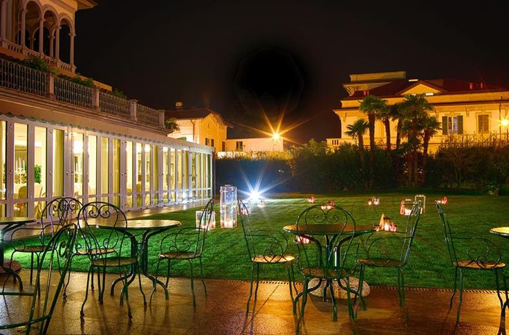 Grand Hotel Imperiale Resort & Spa ligt direct aan de oever van het Comomeer. Het is een jugendstil villa uit 1920 en heeft alle faciliteiten die zorgen voor een ontspannen vakantie. Het restaurant heeft een uitgebreide menu- en wijnkaart. Er is een spa met binnenbad, sauna en diverse behandelingen. Bij mooi weer is het goed toeven bij het zwembad, waar u fantastisch uitzicht hebt over het Comomeer. U kunt de boot pakken om het Comomeer te verkennen met de aanliggende stadjes, zoals Como en…