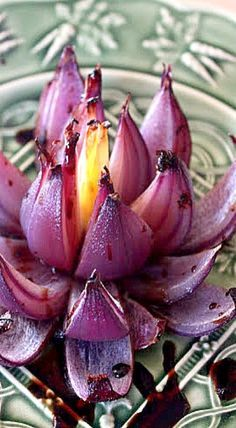 How to make Onion Flowers - a beautiful edible garnish for your special dishes #Garnishes #Onion_Flowers