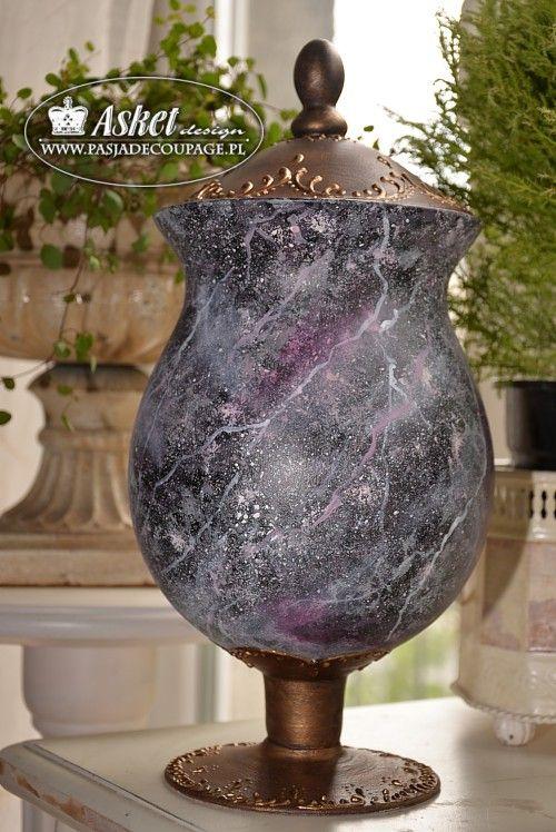 wazon bomboniera z efektem marmuru