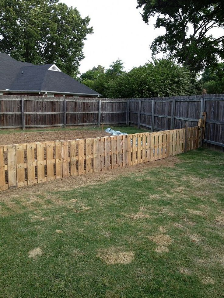 pallet fences a collection of ideas to try about. Black Bedroom Furniture Sets. Home Design Ideas