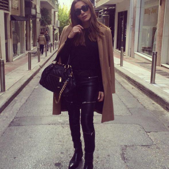 Φορέστε σωστά το μπεζ παλτό, όπως η Δέσποινα Βανδή