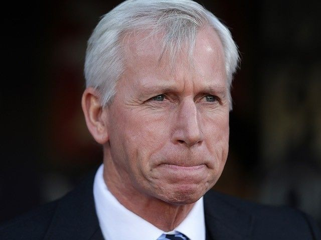 Alan Pardew disappointed with Manchester United defeat