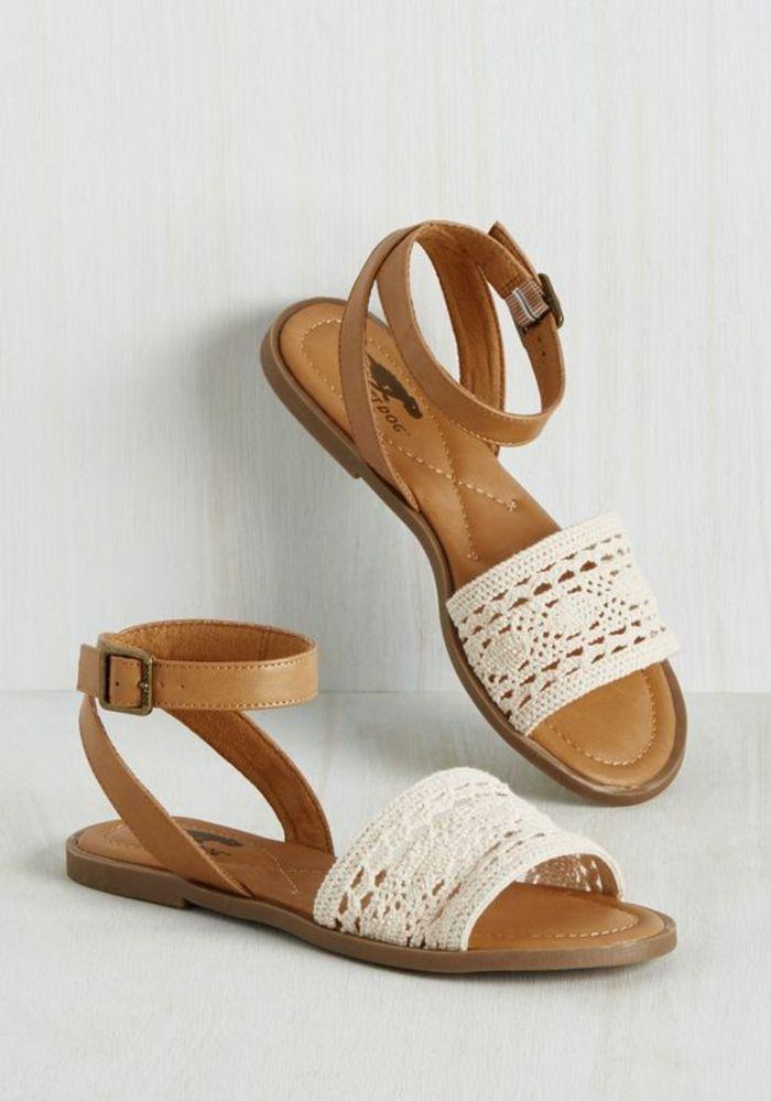 be4d41472579 sandale en dentelle blanche ajourée et cuir marron clair plate et féminine