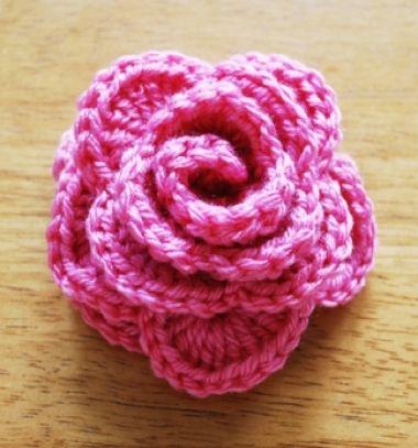 Beautiful easy to crochet rose - free crochet pattern // Egyszerű horgolt rózsa - ingyenes horgolásminta // Mindy - craft tutorial collection // #crafts #DIY #craftTutorial #tutorial