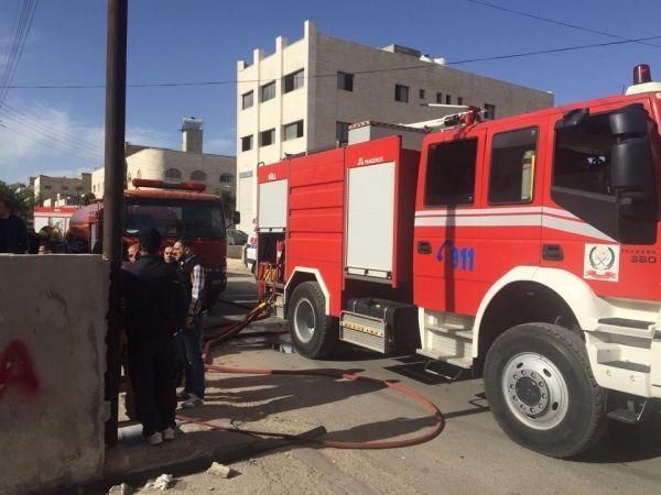 حريق في مستودع ادوات منزلية في المقابلين Trucks Vehicles
