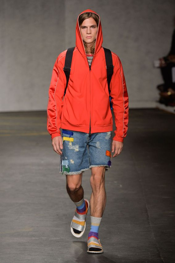 London FW S/S 2015 - James Long See all fashion show at: http://www.bookmoda.com/?p=11075 #summer #SS #catwalk #fashionshow #menswear #man #fashion #style #look #collection #london #fashionweek #jameslong