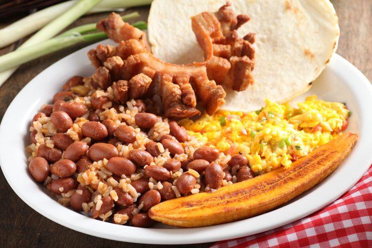 Plato de #fríjoles #chicharrón #huevos #tajada #arepa  http://rancherito.elrancherito.com.co/
