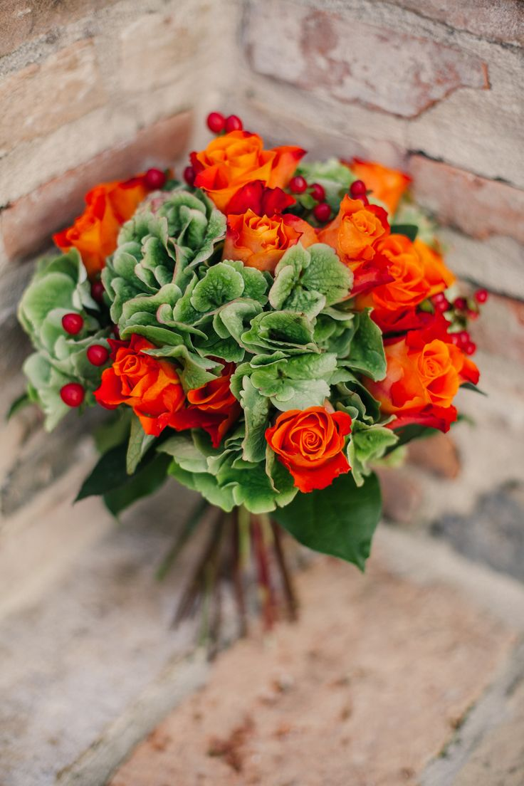 Peach roses, gren hydrangea and berries bouquet