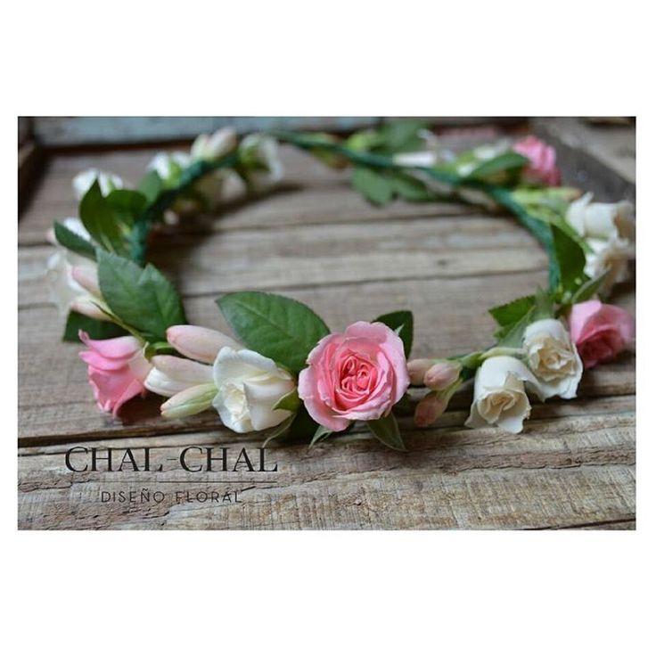 Coronita de Novia rosas mini y pimpollos de nardo. Pequeños detalles #chalchalfloral #novias #cortejo #wedding