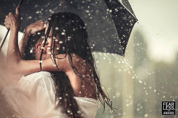 Such a gorgeous rainy #wedding photo by MONRO Photography. This is in the new collection of awesome #weddingphotography from Fearless Photographers.