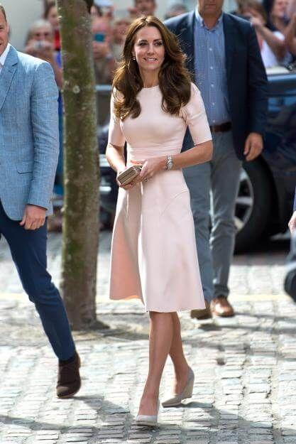 Pretty in pink! Herzogin Kate bezauberte bei einer Veranstaltung in Cornwall in…