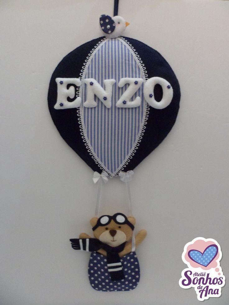 Enfeite de porta maternidade balão com urso aviador.    Medidas aproximadas:  23 cm comprimento  42 cm altura    Fazemos em outras cores e temas. Consulte-nos!
