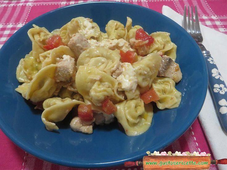 Cappelletti freddi palamita e pomodorini - Gustose ricette di cucina
