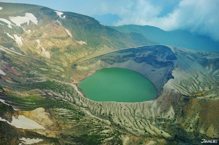 Okama crater lake in Miyagi. Also known as Goshikiko, meaning five colors lake. #japankuru #japan #okama #sendai #miyagi #travel #trip #scenery #landscape #crater #mountains #Goshikiko #仙台 #宮城 #御釜 #東北 #旅行 #山