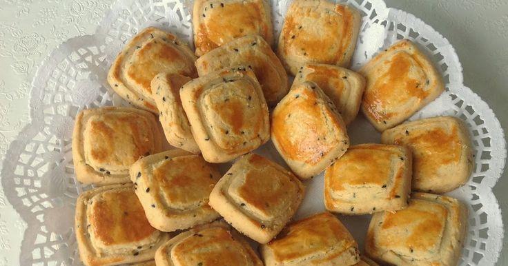 Merhaba, bugün size ağızda dağılan yedikçe yiyesinizin geleceği çok güzel bir tuzlu kurabiye paylaşacağım. Tarif bizim evdekilerden geçer n...
