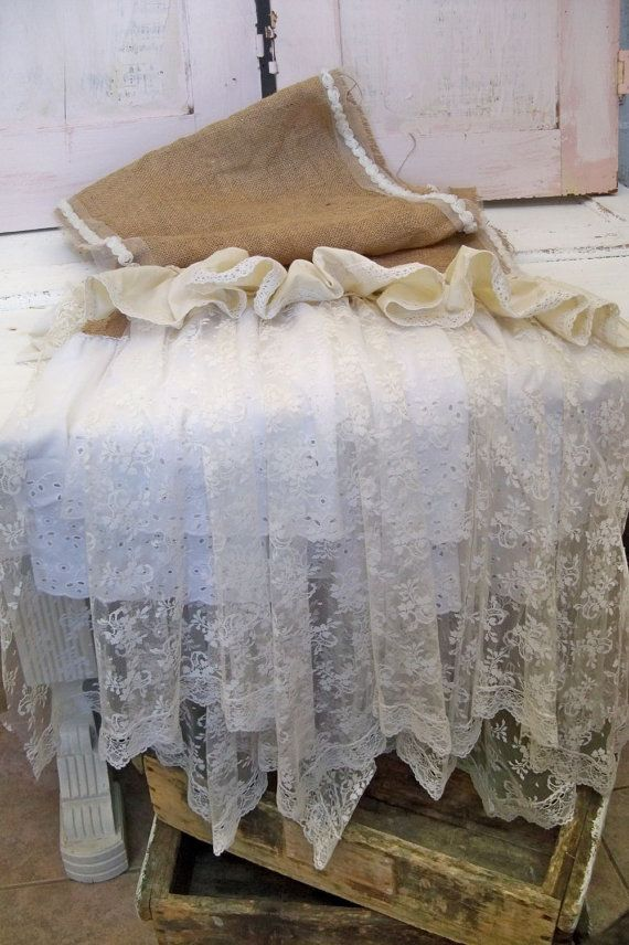 Burlap and lace runner~❥