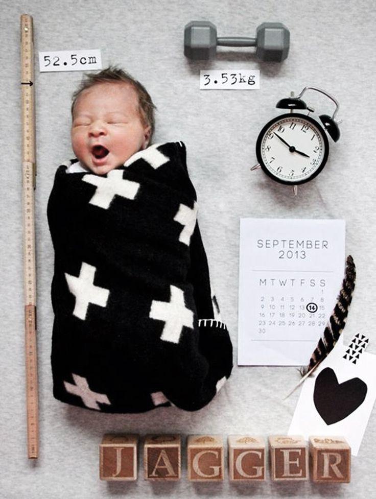 Jag måste bara titta in här lite snabbt och visa det sötaste sättet jag någonsin sett på hur man kan presentera en nyanländ bebis. Det är Erin Michael som tagit fotografiet på sin nyfödde.