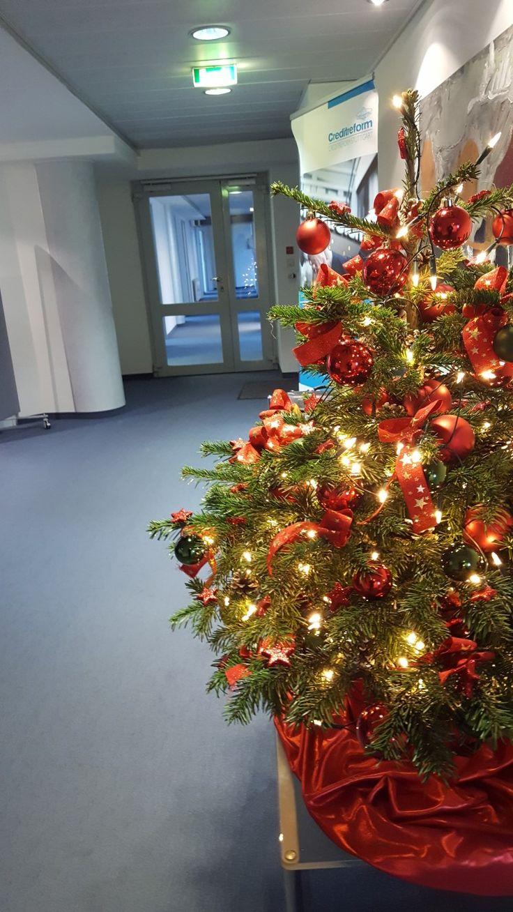 Weihnachtsstimmung im Bürogang