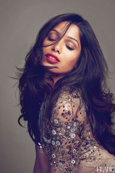 Freida Pinto-Olive skin make up