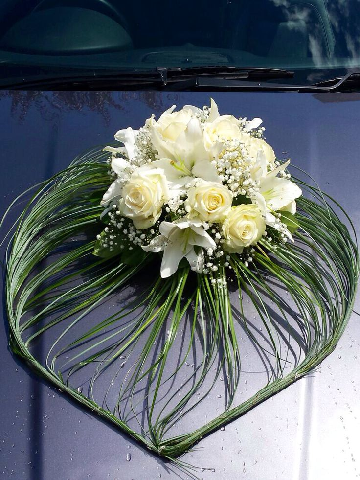 Beautiful flowers for car decoration Bride car