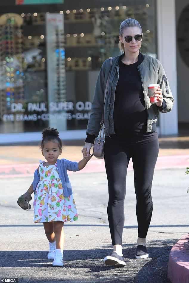 4107ce74 Paige Butcher holds hands with her daughter Izzy during coffee run ...
