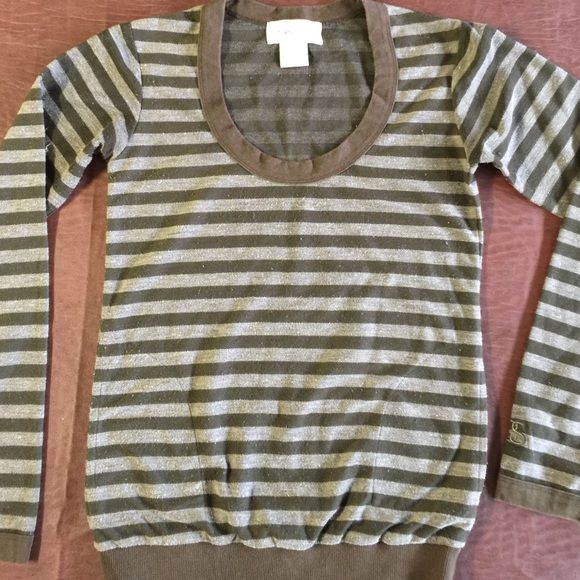 GIRLS  blouse GIRLS strip blouse with 2 pokets , long sleeves it's xs but runs little bigger GIRLS Tops Tees - Long Sleeve