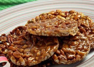 Palanquetas. Cacahuates o nueces con piloncillo o azu, dulces mexicanos.