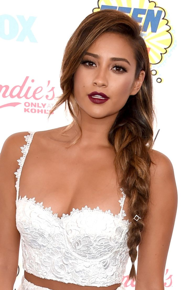 Shay Mitchell | In defence of highlights: See the 10 celebrity beauty looks that make blonde streaks look totally chic