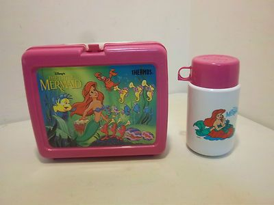 I had this in preschool-2nd grade! Vintage DISNEY THERMOS The Little Mermaid Plastic Pink Lunchbox & Thermos.