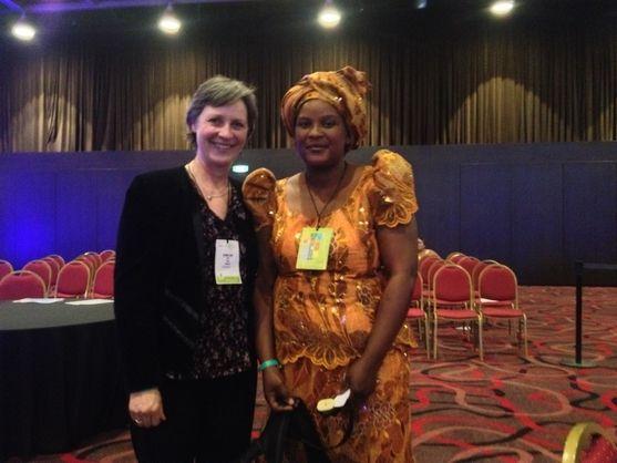 Alice Kachere frå Malawi var oppteken av at alle land måtte ta ansvar for å produsere mat utifrå sine nasjonale og lokale resursar. Her saman med Kari Redse Håskjold. Foto: Privat