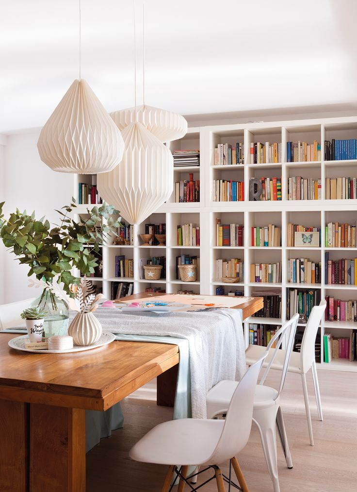 Comedor con gran librería blanca_ 00452071b