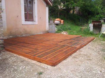 cr ation d 39 une terrasse en palettes palettes terrasse en bois fabrication avec des palettes de. Black Bedroom Furniture Sets. Home Design Ideas