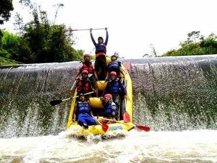 Outbound   Gathering   Team Building   Rafting   Offroad: SERUNYA RAFTING DI SUNGAI CISADANE BOGOR