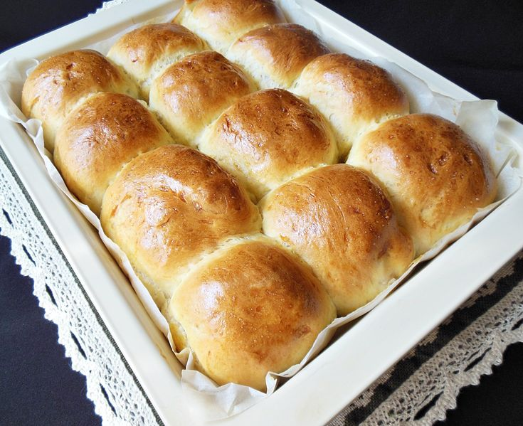 Reteta culinara Painici cu cascaval si muschi file din categoria Aperitive / Garnituri. Specific Romania. Cum sa faci Painici cu cascaval si muschi file