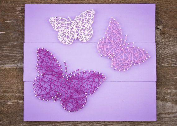 schilderijtje met vlindertjes van spijkers en touw