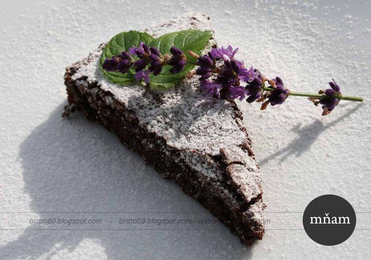 Čokoládová torta trocha netradične bez múky, je krémovejšia a lahodnejšia ako jej súrodenci. Recept pochádza z Talianska ..a je fajn že sa ...