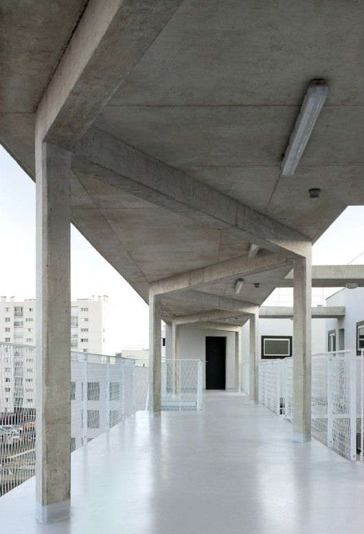 105 simple concrete structure that could come overhead and widen, leaving exposed the sides out to perimeter set