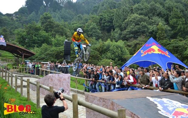 La meta de la prueba estuvo adornada por los fanáticos del Down Hill en Bogotá - Foto: Alejandra Rivas: Alejandra Rivas, Final, Event, Of The, Fanáticos Del, Red Bull, All