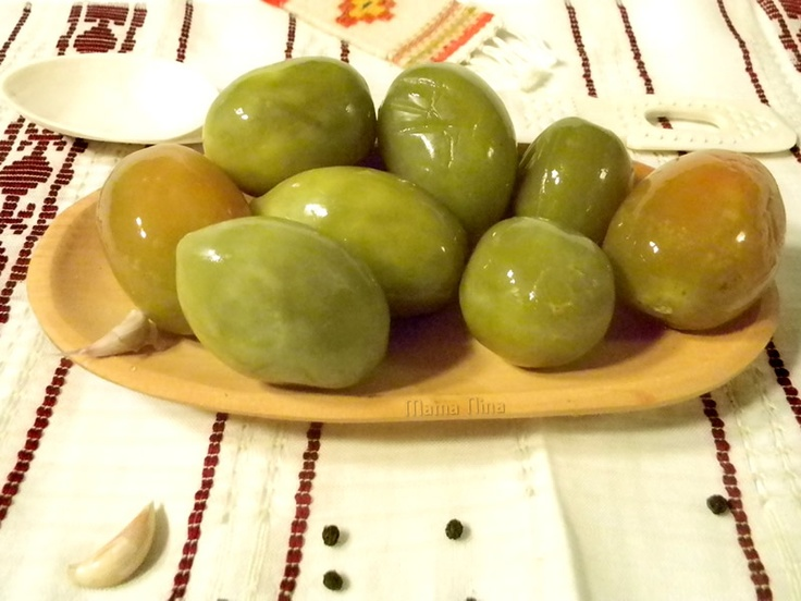 pickled green tomatos (gogonele murate)