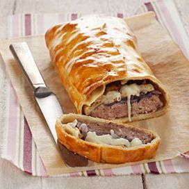 Strudel di salsiccia e cipolle rosse - Strudel with sausages and red onion