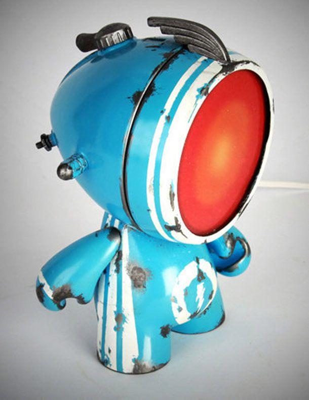 """Une superbe série de lampes à la croisée entre luminaire et art toy, inspirée par l'univers du street art. Les """"Urban lights"""" sont des créations de l'artis"""