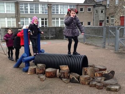 """I'm a teacher, get me OUTSIDE here!: Lovely play with log pieces & a large tube/pipe ("""",)"""