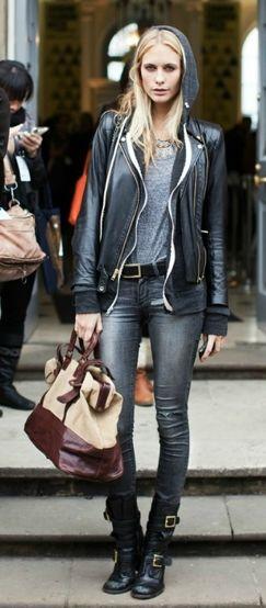 Chaussure motard+ jean gris+ blouson de cuir noir