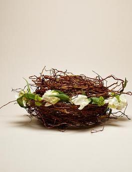 Ecco come costruire con rami di salice un cestino per i vostri fiori