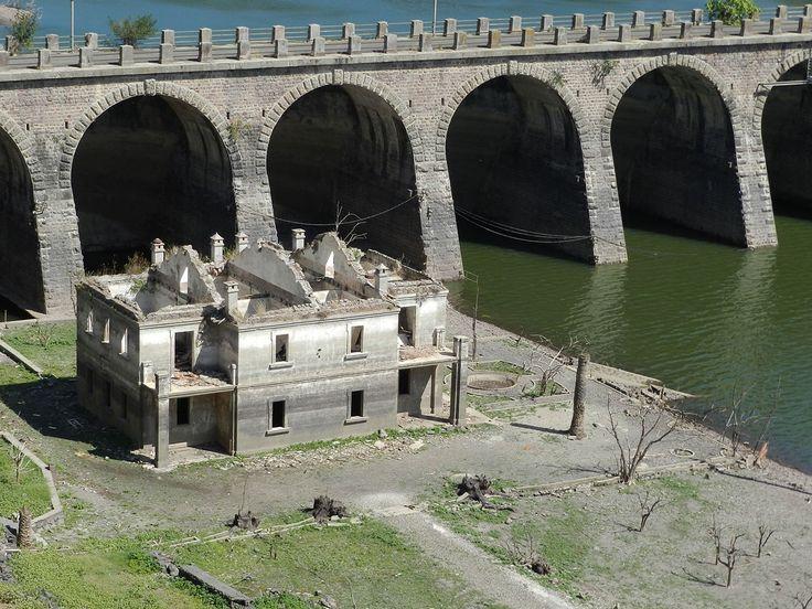Il nostro è un progetto autofinanziato. Sostieni Sardegna Abbandonata con una piccola donazione Una casa che appare e scompare, uno scrigno di segreti sottoil lago Omodeo Il lago Omodeo è uno scri...